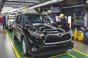 主要的汽车制造商丰田,本田,FCA延长了关闭工厂的时间