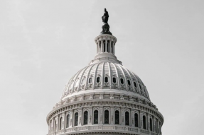 众议院通过历史性的2万亿美元冠状病毒经济救助法案