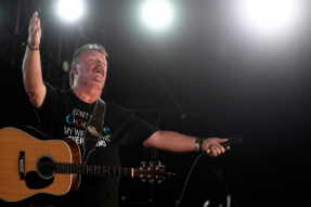 Country为冠状病毒失去传奇:音乐家Joe Diffie死于61岁